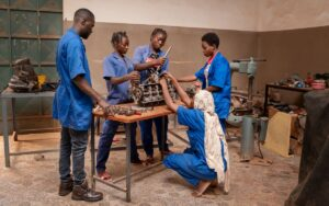 The young African women who fix stereotypes by repairing cars