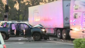 California police chase with murder suspect ends after big-rig driver blocks getaway car's path: report