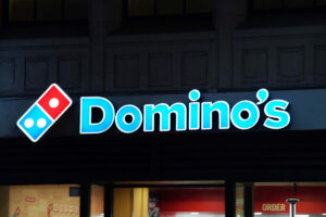 Domino's customer points gun at workers over toppings on side