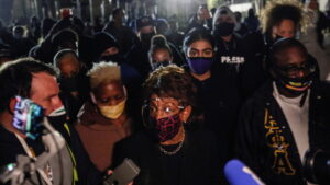 'We've got to get more confrontational!' Rep. Maxine Waters shows up in Brooklyn Center, slams curfew & leaves before it kicks in — RT USA News