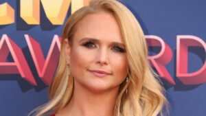 Miranda Lambert breaks down in tears at first live concert in over a year:'Love y'all'
