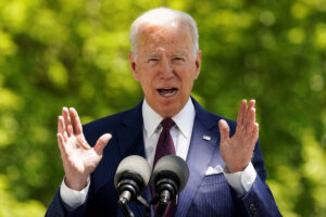 Biden raises minimum wage for federal contracts to $15 an hour