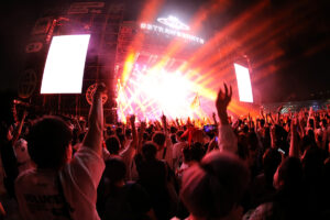 Thousands of revelers attend music festival in Wuhan
